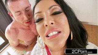 Gorgeous Latina MILF Kiara Mia – First Time Anal Scene